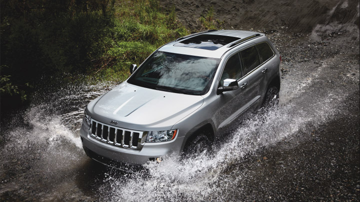 2011-Jeep-Grand-Cherokee-water-fording
